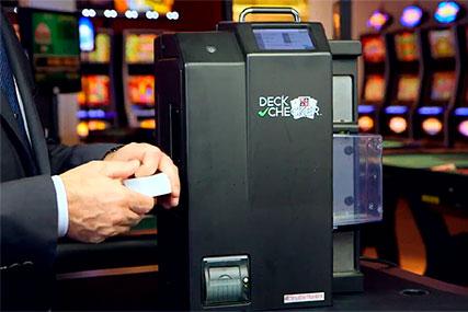 Быстрая проверка колод карт для безопасности казино.