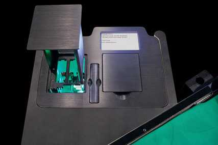 Shuffle machine for Baccarat (Punto Banco), Blackjack and other multi-deck card games.